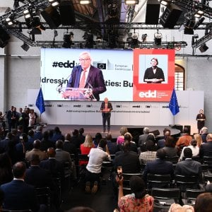 """Giornate europee sullo sviluppo, Juncker: """"Il mondo ha un unico popolo, porre subito rimedio alle disuguaglianze"""""""