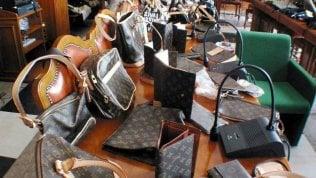 """""""Mr. Louis Vuitton"""" entra nel circolo dei Paperoni da 100 miliardi di dollari"""