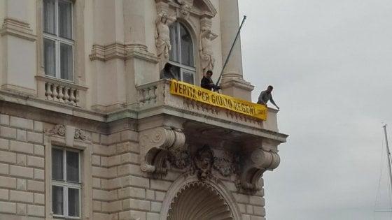 """Regeni, rimosso striscione dal palazzo Regione Friuli Venezia Giulia. Fedriga: """"Non sarà mai più esposto"""""""