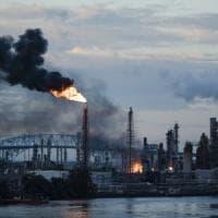 Filadelfia, incendio in una raffineria. Residenti costretti a restare chiusi in casa