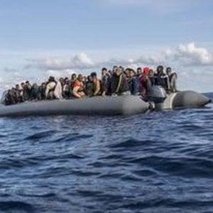 Le false notizie sul prete che tenta di salvare i migranti in mare
