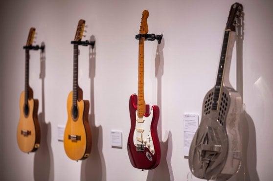 Asta record per le chitarre di David Gilmour: 21 milioni di dollari a chi lotta per salvare il clima