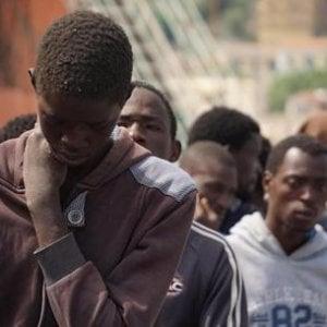 """Migrazioni, """"Perché ci riguarda"""", storie di viaggi rischiosi di chi accetta di attraversare il mare in condizioni disumane"""