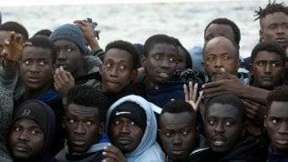 """""""Perché ci riguarda"""", storie di viaggi rischiosi di chi accetta di attraversare il mare in condizioni disumane"""