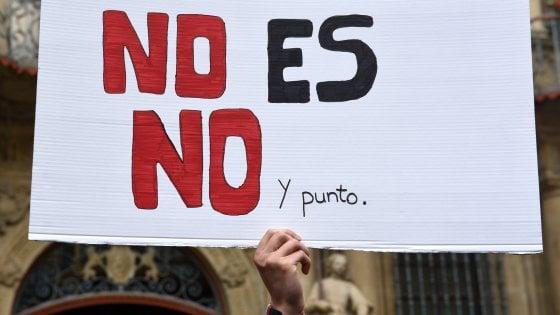 """Spagna, la Corte suprema condanna a 15 anni i 5 della 'Manada': """"Fu uno stupro di gruppo"""""""