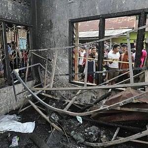 Jakarta, a Langkat l'incendio in una fabbrica di accendini abusiva provoca la morte di 30 persone