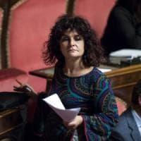 """M5s, Paola Nugnes se ne va. Di Maio: """"Si dimetta"""". E la senatrice: """"È lui che deve..."""