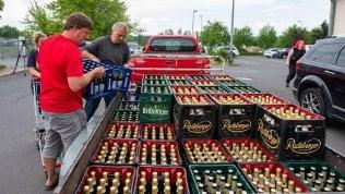 Gli abitanti di Ostritz comprano tutta la birra e il festival neonazista diventa un flop