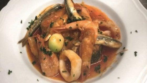 Seppie, calamari, pesci fritti: il brodetto anti-spreco in versione triestina