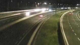 Il momento della scossa ripresodalle videocamere dell'autostrada