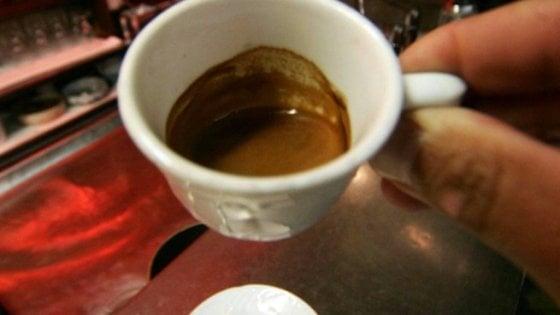 Nel caffè la sveglia del tessuto che brucia i grassi