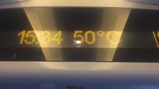 """Treno Italo fermo due ore tra Napoli e Roma: """"Nei vagoni 50°"""""""