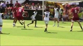 Zidane contro una squadra femminile: il colpo è da fuoriclasse
