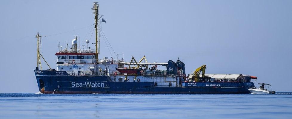 """Sea-Watch, Zingaretti scrive a Conte: """"Incontro urgente sui migranti"""". Lite Di Maio-Salvini. Meloni: """"Affondiamo la nave"""""""