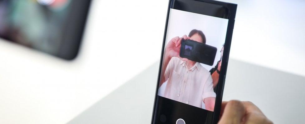 Addio notch e buchi sul display, la fotocamera di Oppo è sotto lo schermo