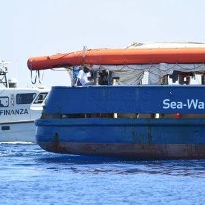 Altra notte in mare per i 42  migranti della Sea Watch