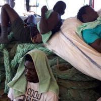 Sea-Watch, i migranti stremati