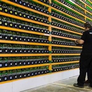 Bitcoin, nuova doccia fredda: crolla dopo la recente impennata