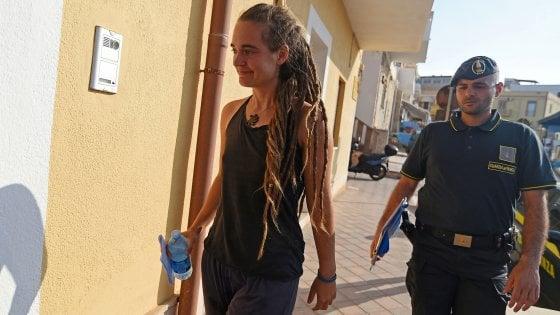 """Sea Watch, ai domiciliari la comandante. Salvini: """"Se la scarcerano pronto il decreto di espulsione"""""""
