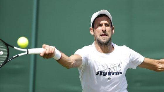 Tennis, al via Wimbledon tra fascino e polemiche: Djokovic l'uomo da battere. Prima volta da numero 1 per la Barty