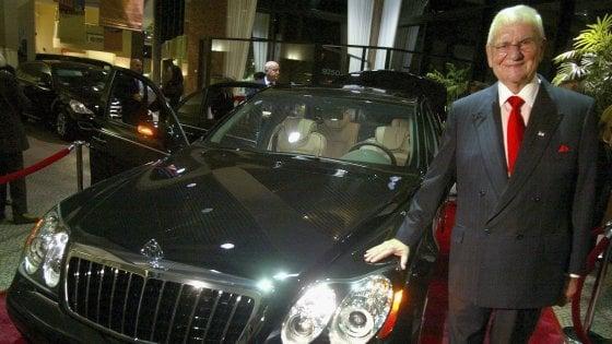 """Morto Lee Iacocca, icona dell'industria auto. Lanciò la Mustang e salvò Chrysler. Fca: """"La sua visione ci guida ancora oggi"""""""