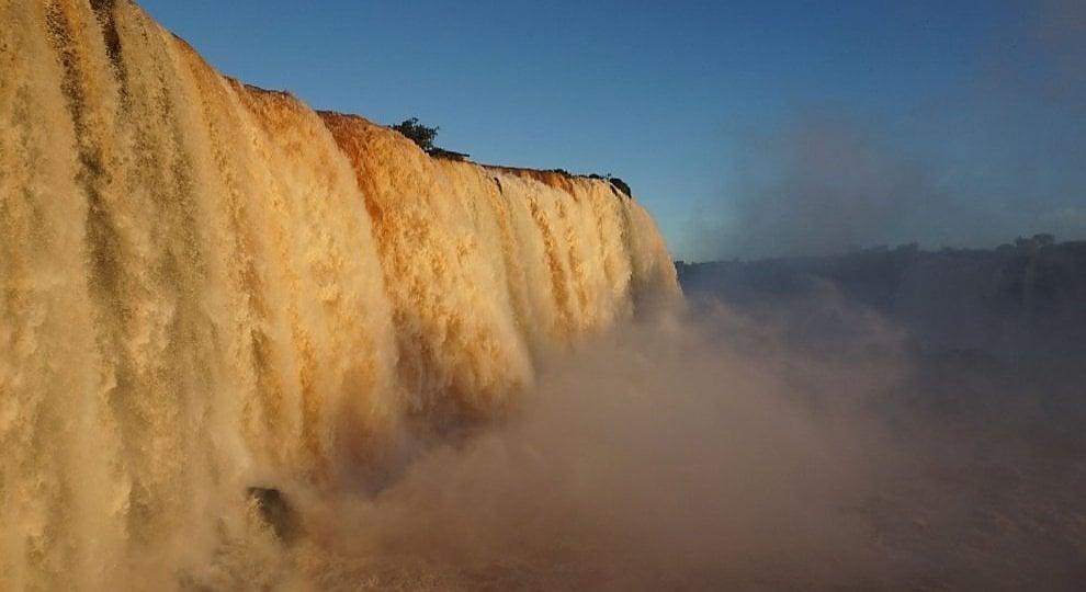 Foto . Iguazú, lo show delle cascate a potenza doppia