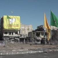 Siria, scoperta a Raqqa una fosse comune con 200 corpi