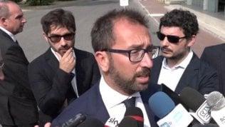 """Sea-Watch, Salvini: """"Decisione su Rackete vergognosa"""". Bonafede gli risponde: """"Sentenze vanno rispettate"""""""