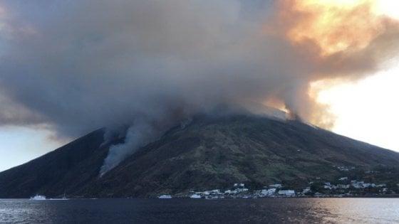Stromboli, uno dei vulcani più attivi al mondo: dallo tsunami alle esplosioni