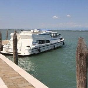 """""""Boat and breakfast"""", la barca è un hotel. A Venezia, stop alla nuova frontiera del turismo alternativo"""