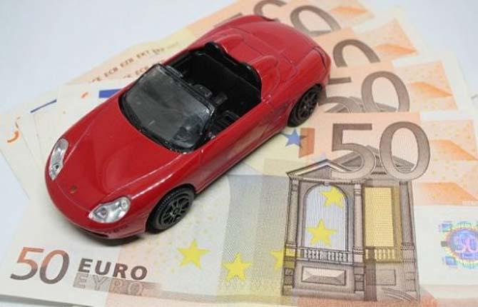 Assicurazioni auto, la truffa corre online