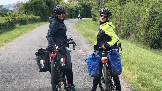 In Bici A 60 Anni Lavventura Di Monica E Annita Seimila Km In Un
