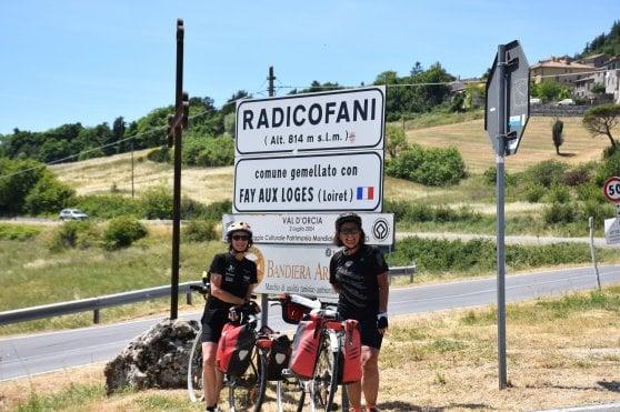 """In bici a 60 anni, l'avventura di Monica e Annita: """"Seimila km in un anno: la nostra forza è la libertà"""""""