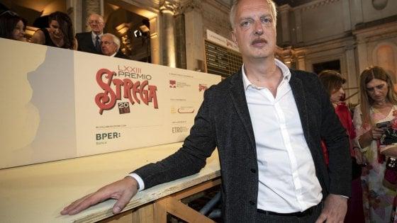 """Premio Strega 2019, vince Antonio Scurati con 228 voti: """"Dedico la vittoria a chi ha combattuto il fascismo"""""""
