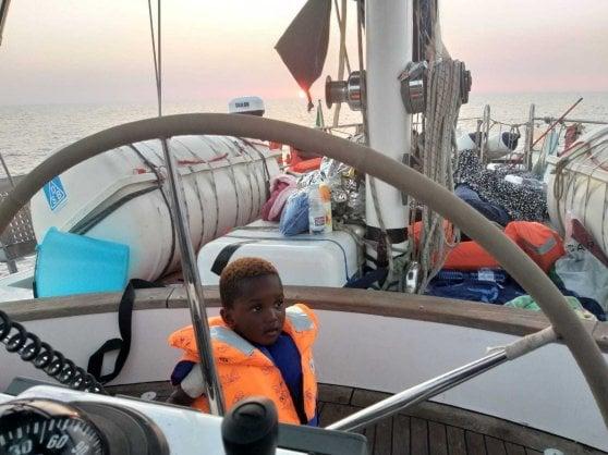 """Nave Mediterranea, migranti, pasticcio tra Italia e Malta sui 54 naufraghi. Malta: """"Li accogliamo"""", Roma smentisce"""