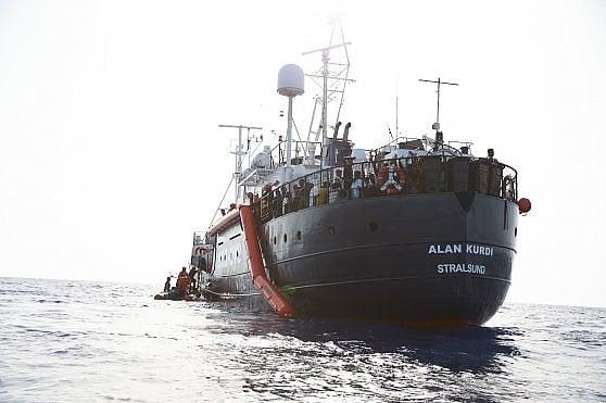 """Sea Eye, salvati 65 naufraghi al largo della Libia. Berlino: """"Dategli un porto sicuro"""""""
