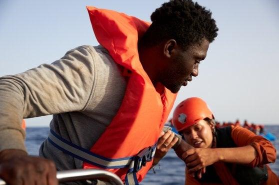 """Alan Kurdi lascia Lampedusa e fa rotta verso Malta. Salvini ammette: """"La Libia ora non è un porto sicuro"""""""