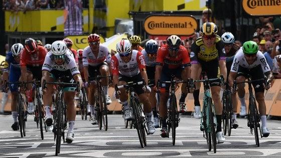 Ciclismo, Tour de France: a Teunissen la prima gialla. Sagan cede al fotofinish. Già brividi e cadute
