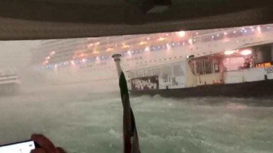 Venezia, nave da crociera sbanda e rischia incidente. Porto: capire se c'era ok