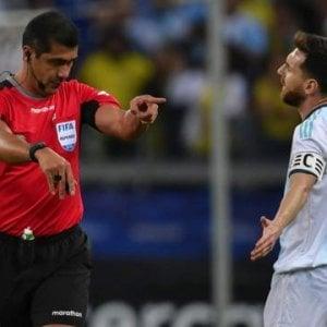 """Coppa America, il Brasile esulta e accusa Messi: """"Per Barcellona-Psg non si lamentò"""""""