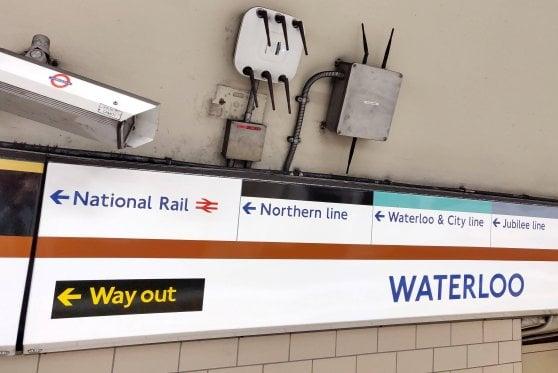 Pendolari tracciati grazie al WiFi: così la metropolitana di Londra evita gli affollamenti