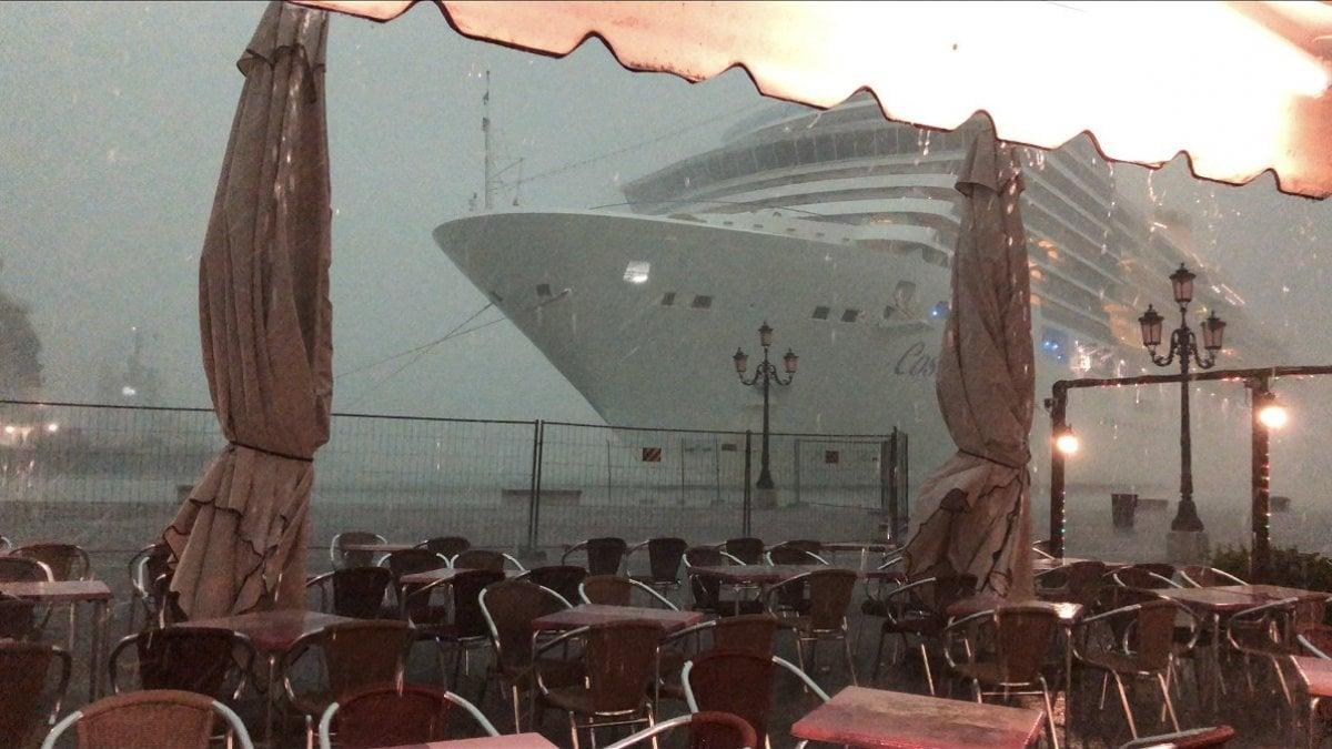 Grandi navi, incidente sfiorato a Venezia: io, scrittore, non trovo le parole per raccontarvi ciò che ho visto