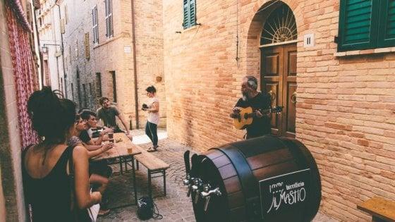 Ripe San Ginesio, borgo sostenibile e hi-tech: tra coworking, artigiani della birra e pannelli solari