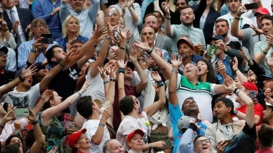 Tennis, l'altra faccia di Wimbledon: il rito sacro della fila