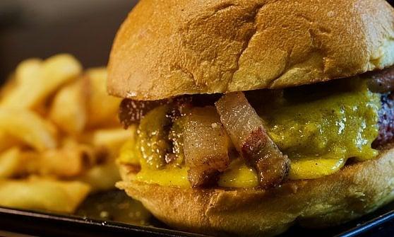 Dalla bomba con il manzo all'hamburger di pecora: nel panino vince la fantasia