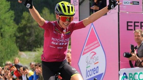 Ciclismo, Giro Donne: Van Vleuten si prende tappa e maglia rosa in Valtellina