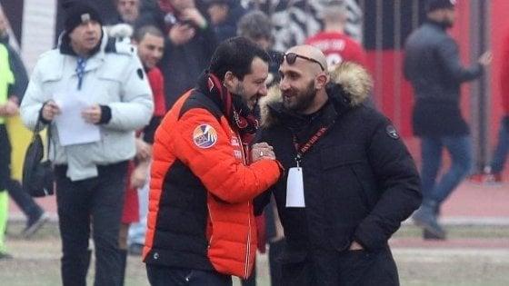 Milan, al raduno il capo ultrà pregiudicato che strinse la mano a Salvini