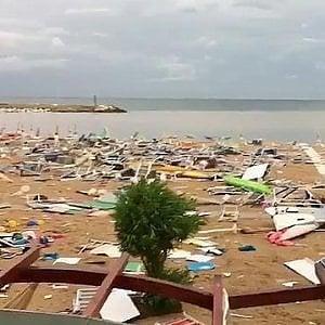 Pescara, grandinata con chicchi grandi come arance: vetri delle auto sfondati e 18 feriti in ospedale