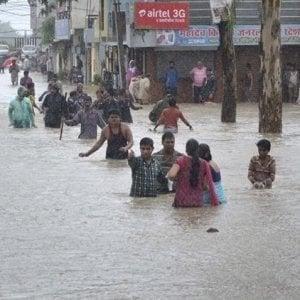 Bangladesh, 4.000 famiglie nei campi per rifugiati Rohingya colpite da forti piogge. 1 bambino di 7 anni annegato
