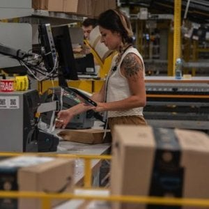 """Amazon, respinto il ricorso dei precari: """"No a contratto a tempo indeterminato"""""""